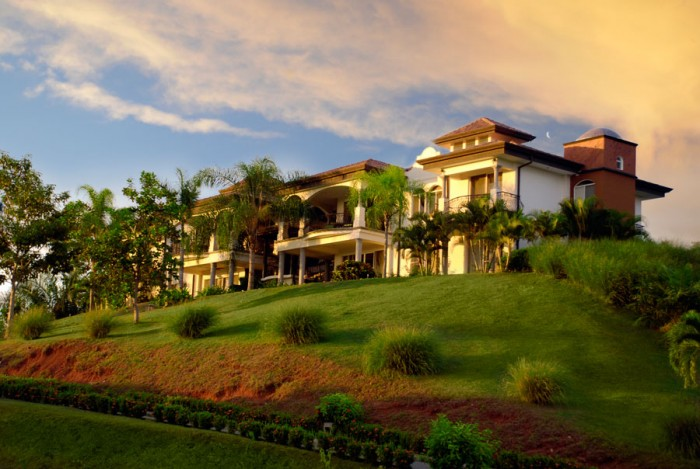 Top 5 Things to Consider When Searching for An Exotic Vacation Home