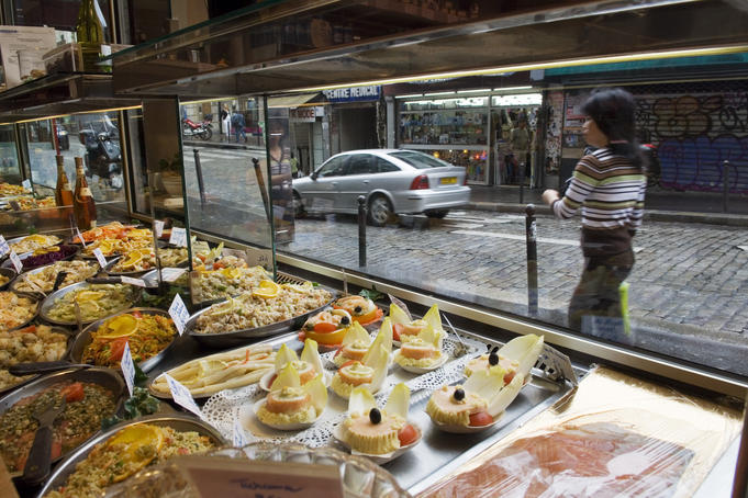 How to Save Money on Food When You Travel