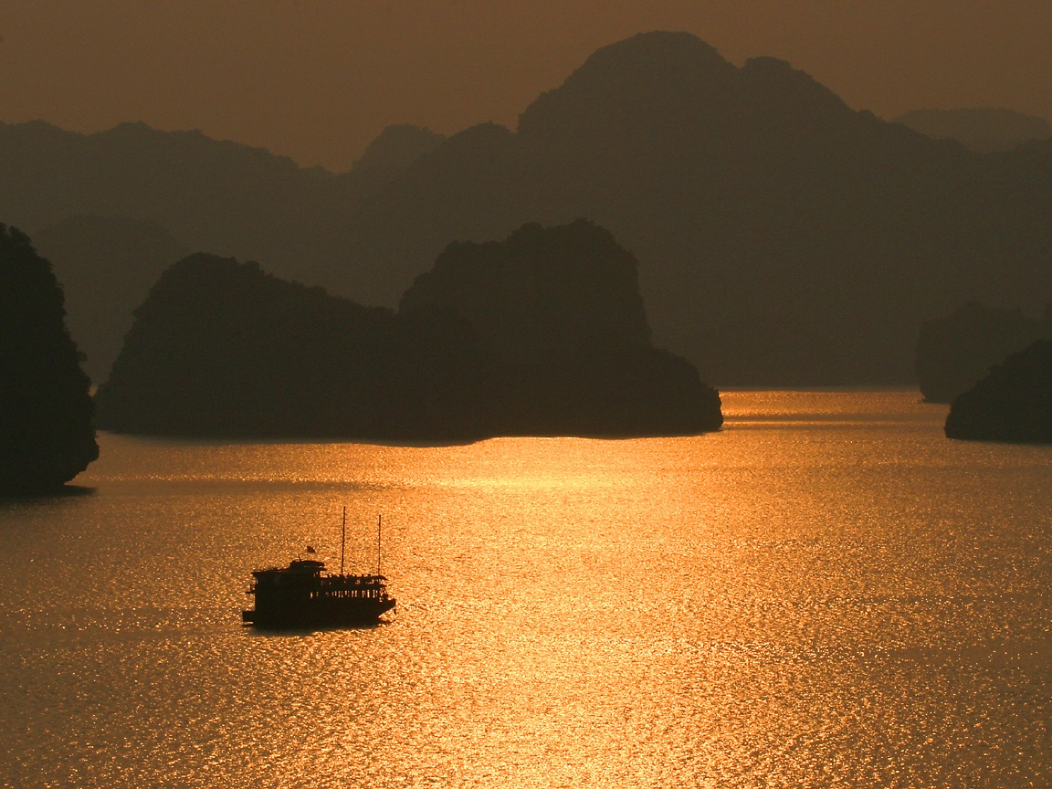 A stunning sunset in Halong Bay